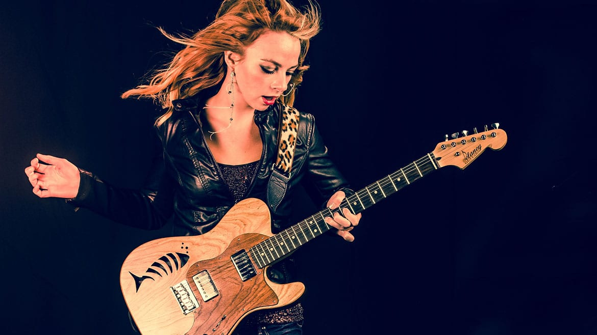 Samantha Fish with guitar