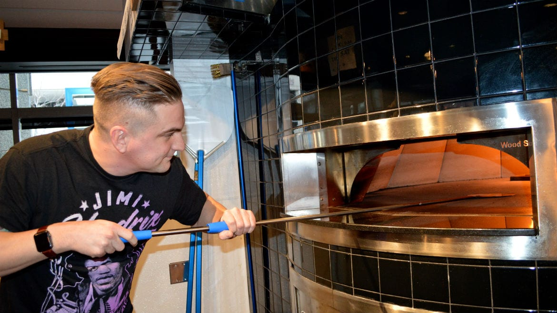 Jonny Doelling works the oven